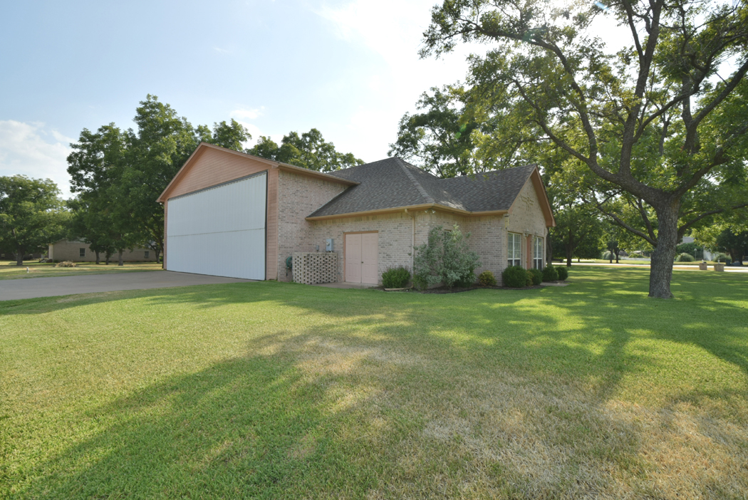 Pecan Plantation Homes For Sale  homes with Hangar For Sale  D/FW area, Texas