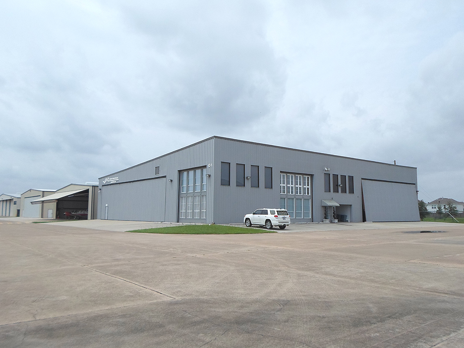 West Houston Airport Hangar With Offices Apartment For Sale Rh  Airportproperty Net Airplane Hangar House Plans